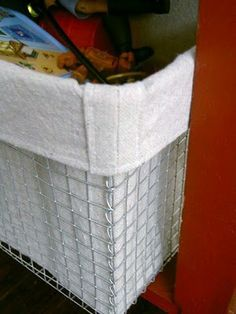 Tutorial to make wire baskets (from hardware cloth) and liners (from dropcloths). Love these!
