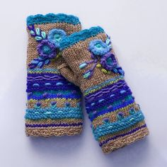 Women Fingerless Gloves Winter Floral Arm Gloves with Thumb Hole – Irisruby Knitted Gloves, Fingerless Gloves, Gants Vintage, Boutique Accessoires, Knitting Patterns, Crochet Patterns, Vintage Gloves, Vogue Knitting, Tribal Patterns