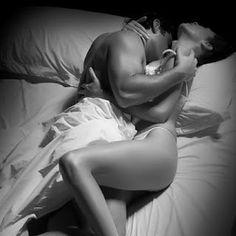 Meu eu: * Deitado nu Em minha cama Chego de mansinho Beijo tuas costas Teu…