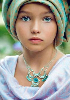 Love the match.... her eye color nd turban + innocence.... <3<3<3