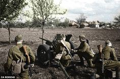 Soviet soldiers shelling the Germans - ww2