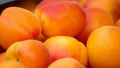 Modern Mom : 10 health Benefits of the Apricot Fruit Apricot Fruit, Apricot Tree, In Season Produce, Fruit In Season, Apricot Benefits, Home Remedies, Natural Remedies, Dream Meanings, Preserving Food