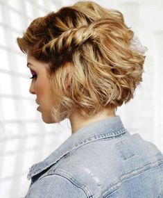 nice Short Haircut For Thick Hair For Wavy, Curly And Straight Hair - If you're gifted with thick hair by nature, you're the lucky one from so many women around the world. You've never had problem to deal with hair limp or lack of hairstyles. Be clean and tidy, thick ... ... http://creativewedding.co/short-haircut-for-thick-hair-for-wavy-curly-and-straight-hair/ - BYSFS