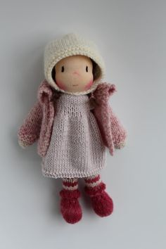 Meet little Julia! Julia is a little Waldorf knitted doll made in The Netherlands from all natural materials: Swiss eco cotton knit doll fabric, clean carded wool, Supersoft merino/alpaca yarn and a knitted curly mohair wig. Her face is hand embroidered and her cheeks are blushed with Stockmar beeswax crayon. She is about 8 inch (20 cm) tall. This sweet little doll will become your very best friend. Julias body is handknitted from supersoft merino/alpaca yarn in the colours foxglove pink ...