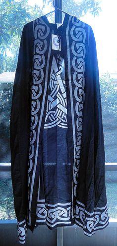 Black Pentacle Cloak | Celtic Animal Pentagram Ritual Robe | Wiccan Pagan Cape Cloak