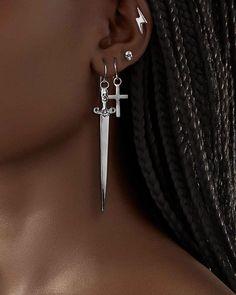 Grunge Jewelry, Funky Jewelry, Ear Jewelry, Cute Jewelry, Jewelery, Jewelry Accessories, Pretty Ear Piercings, Accesorios Casual, Mode Streetwear