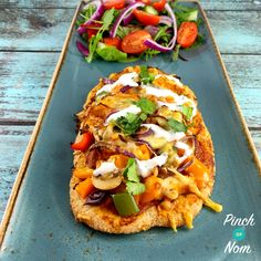 Syn Free Chicken Tandoori Pizza | Slimming World - https://pinchofnom.com/recipes/syn-free-chicken-tandoori-pizza-slimming-world/