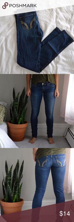 Hollister Dark Denim Skinny Jeans EUC Denim Skinny Jeans Hollister  Size: 5R (5) / W27, L31 99% Cotton 1% Elastane Great condition, tiny streak of purple paint on front right leg  #hollister #jeans #denim #5 #skinnyjeans #skinny Hollister Jeans Skinny