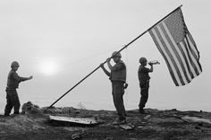 Vietnam: Photos that defined the war Vietnam Veterans, Vietnam War, Vietnam History, North Vietnam, Lest We Forget, Military Service, American War, Life Pictures, Usmc