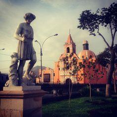 Statue and Santa Liberata church in Alameda de los Descalzos Alameda de los Descalzos con detalle de estatua e Iglesia Santa Liberata  www.placeok.com http://ift.tt/1YRu3r8  #placeok #travelblog #travelbloggers #travelinspector #travel #awesome #happy #bestoftheday #igers #amazing #photooftheday #cute #followme  #history #rimac #lima #peru