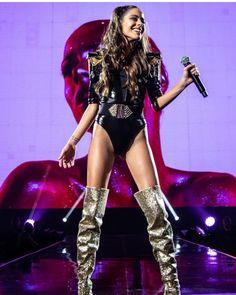 La imagen puede contener: una persona Blake Lovely, My Fb, My Princess, Beautiful Soul, Rave, Wonder Woman, Costumes, Guys, My Love