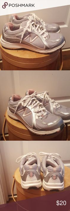 New Balance women's sneakers Silver-gray sneaker with pick trim New Balance Shoes Sneakers