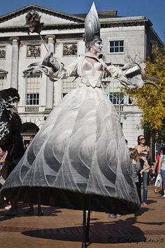 Chantilly stilt walker. A little more structure than necessary but I like the hoop in the hem. Circus Costume, Art Costume, Costume Ideas, Illusion Costumes, Stilt Costume, Human Oddities, Spring Awakening, Theatre Costumes, White Fashion