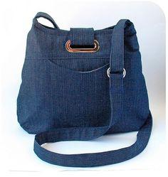crossbody bag pattern by keykalou Diy Bags Purses, Denim Handbags, Denim Ideas, Denim Purse, Denim Crafts, Handbag Patterns, Love Jeans, Handmade Purses, Recycled Denim
