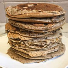 Hop, une recette de pancakes vegan rustiques à la farine de sarrasin pour bien commencer le week-end ! J'adore la farine de sarrasin, un vrai coup de coeur que j'utilise en version sucrée en pancakes, dans les gâteaux ou en version salée pour les quiches, tartes et pains. Elle donne …
