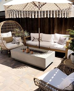 💙 The sun finally came out yesterday. Makes such a difference and finally feels like summer. Deco Boheme Chic, Br House, Balkon Design, Style Deco, Backyard Patio Designs, Outdoor Living, Outdoor Decor, Living Spaces, New Homes