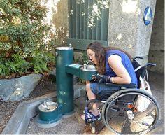 Większość zdrojów spełnia wymogi dla osób niepełnosprawnych - na zdjęciu ELKAY LK4430