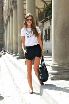 white graphic tee, black envelope skirt and pink flats. Rock Style, Style Désinvolte Chic, Club Outfits, Summer Outfits, Casual Outfits, Fashion Outfits, Hot Outfits, Urban Chic, Casual Chic