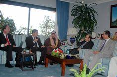 Négociation avec le Ministre de l'Énergie du Bahrein, lors d'une mission de représentation pour une entreprise belge.
