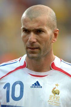 Former French footballer and current coach of Real Madrid Castilla - Zinedine Zidane - Zidane Zidane, France National Team, Legends Football, Fifa, Sports Celebrities, Bald Men, Sport Icon, World Football, World Cup
