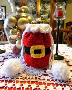 Drawstring Santa Bag Free Crochet Pattern Instead of buying a boring paper gift bag, you can crochet the Christmas Gift Sack Bag. The Christmas Gift Sack Bag Free Crochet Pattern is quick and easy to work up. Crochet Christmas Ornaments, Christmas Crochet Patterns, Holiday Crochet, Christmas Bags, Christmas Knitting, Christmas Crafts, Christmas Wrapping, Crochet Santa, Crochet Gifts