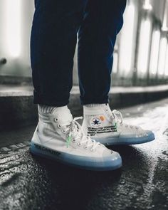 "Here's a closer look at Virgil Abloh's upcoming Converse Chuck Taylor from his beloved ""The Ten"" collection. Set to drop early Are you looking to cop a pair? Converse Outfits, Nike Outfits, Converse 70s, Converse Sneaker, Moda Sneakers, Sneakers Mode, Shoes Sneakers, Jordans Sneakers, Nike Shoes"
