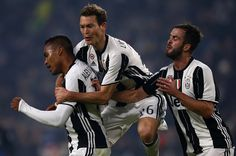 Juventus' Brazilian defender Alex Sandro (L) celebrates with his teammates after scoring during the Italian Serie A football match Juventus Vs Atalanta on December 3, 2016 at the Juventus Stadium in Turin.   / AFP / MARCO BERTORELLO