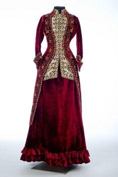 Emile Pingat (1820–1901), Paris, Skirt and polonaise, 1885. Velvet, beads, silk, glass. Collection of Shelburne Museum.