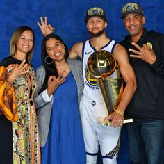 Stephen Curry Family, The Curry Family, All In The Family, Basketball Tricks, Basketball Players, Basketball Equipment, Mba Basketball, Wardell Stephen Curry, 2018 Nba Champions
