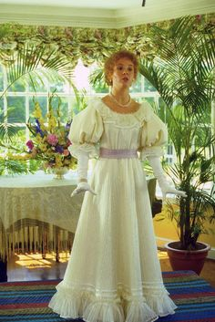 I LOVE Anne of Green Gables!!! This is my mom's favorite movie and so she gave me the middle name Anne with an E! Luv this dress! SOOOO want to make!