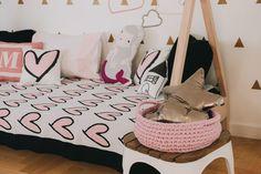 Vamos dormir com #muitoamor ? A @shopdoudou tem toda uma linha de coração que vai encantar você e deixar o quarto da sua princesa um charme.    Acesse agora para conhecer mais :http://bit.ly/294Nedv    #decor #coração #quartodemenina #filhos #maedemenina #muitoamor #quartodecriança #lúdico
