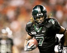 Hawaii WR Davone Bess was one of the finest receivers in college football. College Football Players, Football Stadiums, Football Helmets, Hawaii Athletics, Hawaii Rainbow Warriors, Hawaii Sports, University Of Hawaii, American Football, Athletes