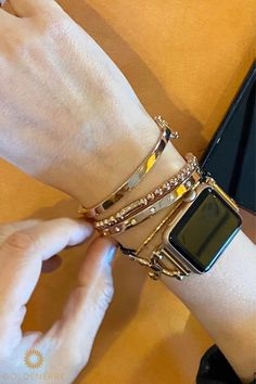 Classic Link Bracelet for the Apple Watch in Rose Gold, Gold, or Silver Apple Watch Bracelets, Apple Watch Bands, Link Bracelets, Apple Watch Leather Strap, Wardrobe Capsule, Arm Party, Mac, Watches, Iphone