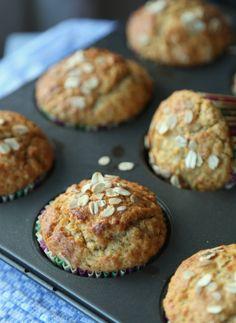 Havremuffins:  Du trenger:    (ca. 10 stk.)        3 egg      1 1/2 dl honning eller agavesirup      1 dl matolje, f.eks. solsikke- eller rapsolje      1/2 ts salt      2 dl yoghurt naturell      3 dl lettkokte havregryn      1 1/2 dl sammalt fin hvete      1 1/2 dl hvetemel      2 ts bakepulver