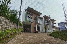 Rumah dijual dengan 3 kamar tidur di Lembang, Jawa Barat Mansions, House Styles, Home Decor, Decoration Home, Manor Houses, Room Decor, Villas, Mansion, Home Interior Design