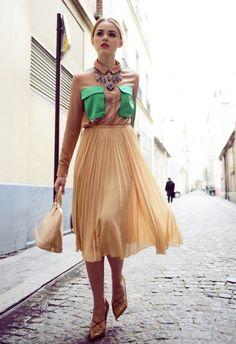 Come abbinare la blusa?Una gonna plissettata è l'ideale per esser chic ;) #StreetStyle