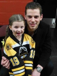 Former Boston Bruin Tyler Seguin making the day of the cutest girl to ever wear his jersey.