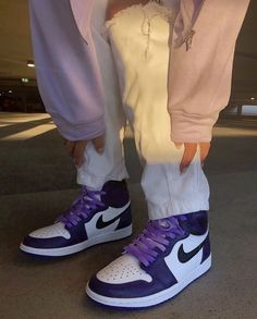 Aesthetic Shoes, Aesthetic Clothes, Cute Sneakers, Shoes Sneakers, Jordans Sneakers, Jordan Shoes Girls, Girls Shoes, Sneakers Fashion, Fashion Shoes