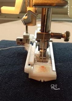 Gomblyukvarró talp használata Sewing Studio, Espresso Machine, Coco, Sewing Patterns, Diy, Scrappy Quilts, Dressmaking, Espresso Coffee Machine, Bricolage