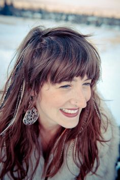 I think she is so pretty! I have bangs so I'm happy to see that feathers & bangs don't look silly together. Feathered Bangs, Feathered Hairstyles, Boho Hairstyles, Feather Extensions, I'm Happy, Feathers, Health And Wellness, Boho Fashion, Healthy Lifestyle