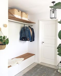 6 practical IKEA hacks for the hallway Knock Knock. And where do you stand first? Well, in the hallway, of course! The room that welcomes you into your home. To make it more beautiful, we have. Hallway Decorating, Entryway Decor, Decorating Ideas, Ikea Hacks, Diy Hacks, Ikea Closet Hack, Hallway Ideas Entrance Narrow, Modern Hallway, Bright Hallway