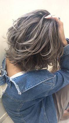 Gray Hair Highlights, Hair Color Streaks, Caramel Highlights, Chunky Highlights, Medium Hair Cuts, Medium Hair Styles, Short Hair Styles, Grey Hair Transformation, Strawberry Blonde Hair