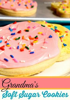 This sugar cookie recipe is easy and gives your soft sugar cookies. These delicious tasting sugar cookies will be the answer to EVERYTHING. Bad day… sugar cookies are the answer. Party time… sugar cookies are the answer. Swig Sugar Cookies, Soft Sugar Cookie Recipe, Sugar Cookie Frosting, Molasses Cookies, Bar Cookies, Cookie Desserts, Just Desserts, Cookie Recipes, Dessert Recipes