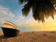 Der Strand rund um den ROBINSON Club Maldives am Abend