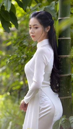 Beautiful, elegant with its own National Flavour. Posted by Sifu Derek Frearson Ao Dai, Teen Girl Poses, Jolie Photo, Cute Asian Girls, Beauty Full Girl, Indian Beauty Saree, Beautiful Asian Women, Up Girl, Asian Fashion