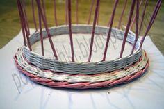 Крышка для шкатулки из бумажной лозы. МК Laundry Basket, Basket Weaving, Wicker Baskets, Decorative Bowls, Paper Crafts, Handmade, Diy, Home Decor, Hampers