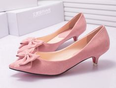- Stylish ribbon kitten heels for the modern woman - Elegant bow ribbon offers a unique look - Comfortable breathable upper - Made from PU - 3.5 cm heel height - Available in 2 colors