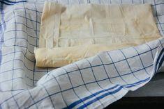 Erdäpfelstrudel mit Steinpilzen oder das wäre ja gelacht Throw Pillows, Vegetarian Meal, Apple, Drinking, Easy Meals, Eten, Toss Pillows, Decorative Pillows, Decor Pillows