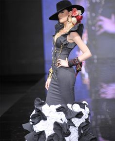 AMAR POR AMAR II PARTE by Vicky Martin Berrocal Cadiz, Gypsy Dresses, Prom Dresses, Look Fashion, Womens Fashion, Fashion Design, Latin Ballroom Dresses, Flamenco Dresses, Flamingo Dress