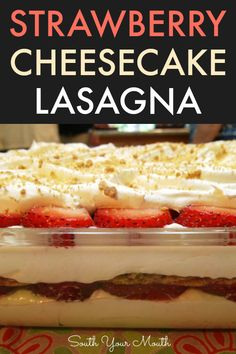 An easy no-bake layered dessert recipe with graham crackers, cheesecake filling and fresh strawberries. An easy no-bake layered dessert recipe with graham crackers, cheesecake filling and fresh strawberries. 13 Desserts, Quick Dessert Recipes, Layered Desserts, Brownie Desserts, Oreo Dessert, Pudding Desserts, Baking Recipes, Delicious Desserts, Baking Pan